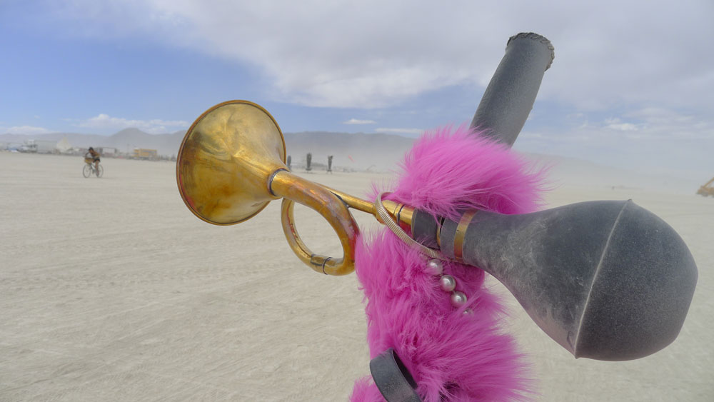 Sqeeze Horns on the Playa